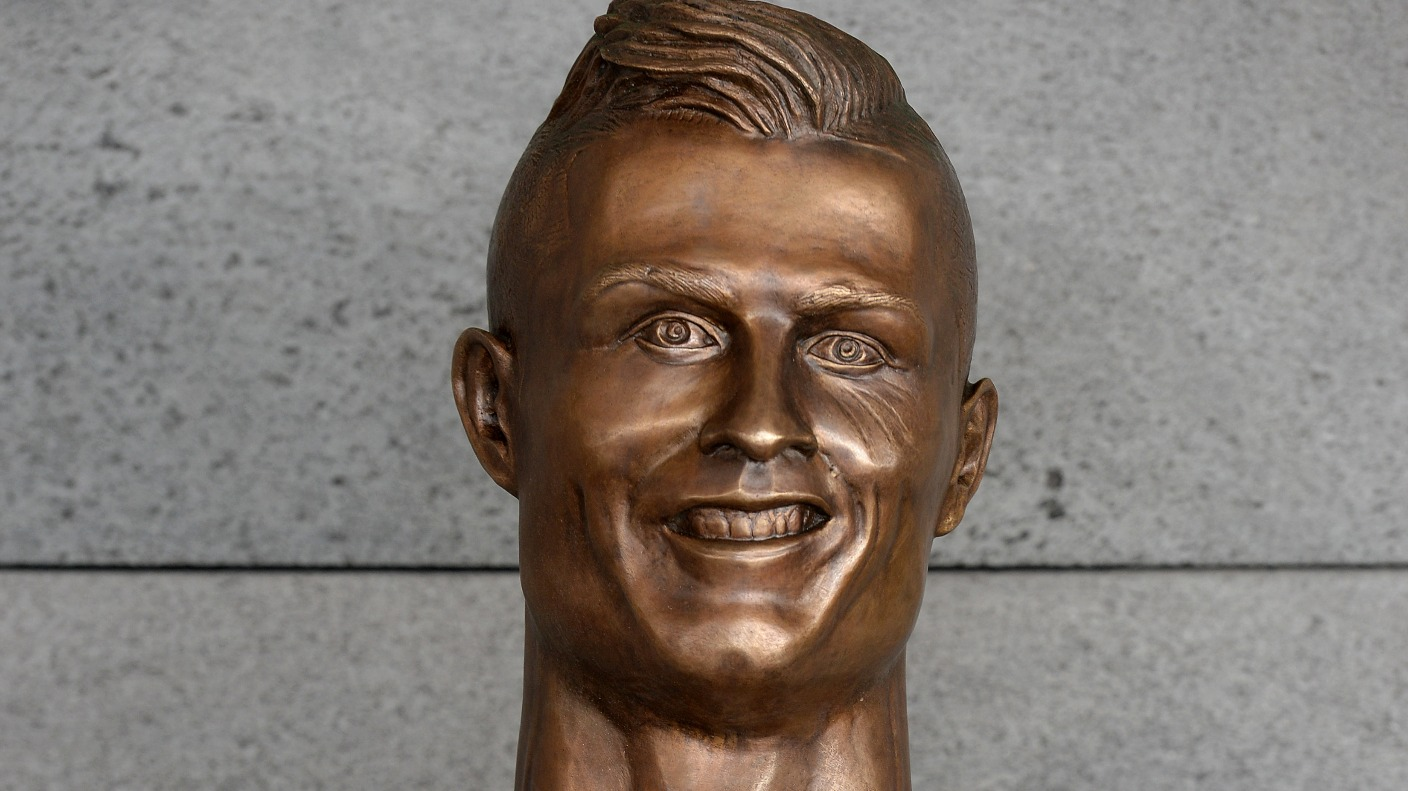 Artist behind infamous Cristiano Ronaldo statue decides to ...