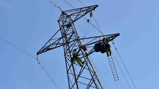 """It's like a big boy's Meccano set"" - the incredible work to dismantle giant pylons in Salford"