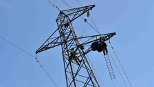 """""""It's like a big boy's Meccano set"""" - the incredible work to dismantle giant pylons in Salford"""
