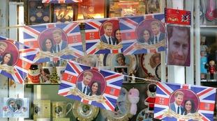Windsor begins royal wedding preparations