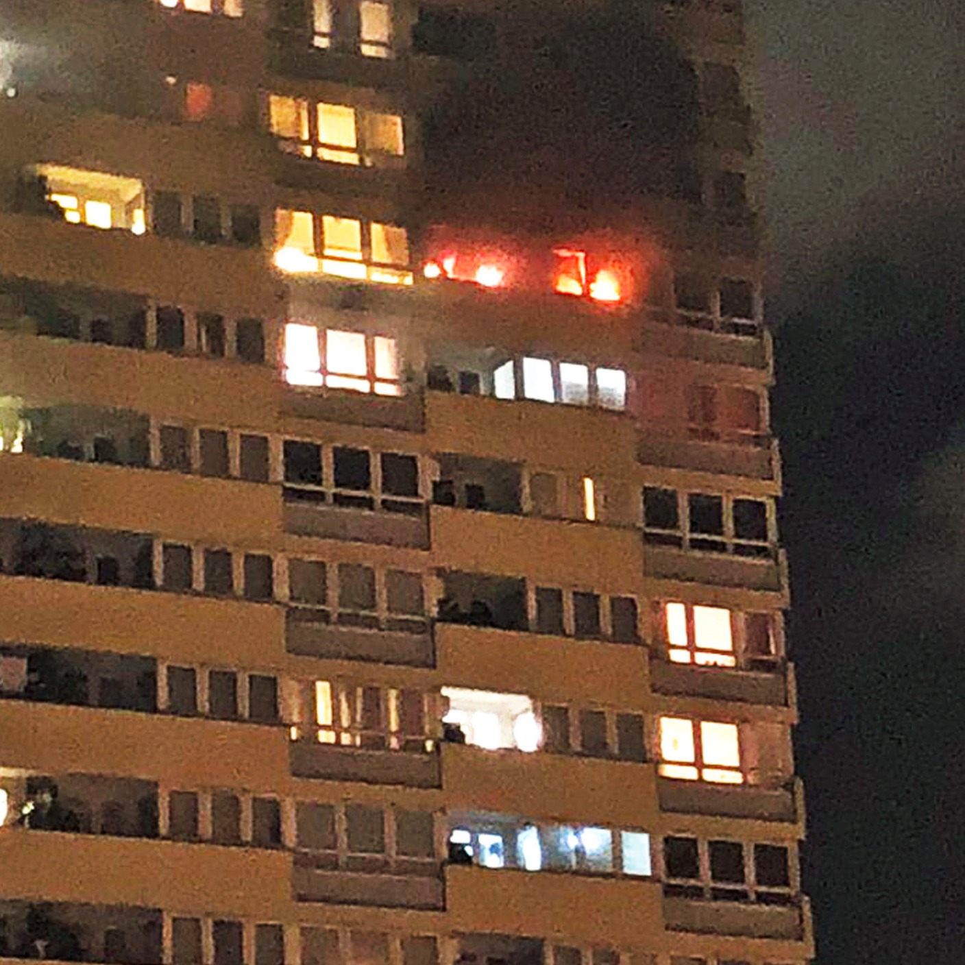 100 people flee homes after fire breaks out in 17th floor for 17th floor