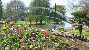The riverbank at Bedford on the hottest April day in 69 years.