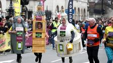 40,000 runners face hottest London Marathon on record