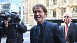 BBC reporter did not reveal Sir Cliff raid-Yewtree connection, court told