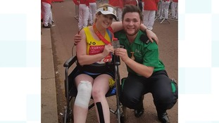 Poole teacher 'piggy-backed' through London Marathon with broken leg