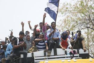 Protesters arrive in Managua to participate in the massive march called by the Catholic Church.