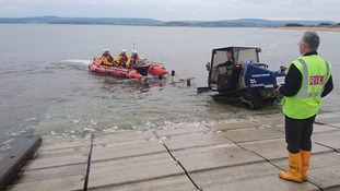 Exmouth RNLI rescues speedboat crew with no safety equipment on board