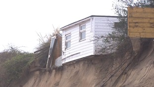 Stormy weather again threatens cliff homes in Hemsby