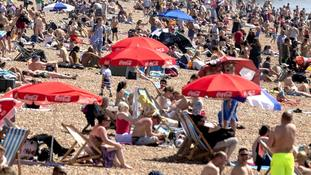 Britons bask in sun as record smashed for hottest early May Bank Holiday weekend