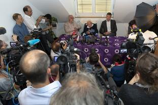 David Goodall and others at a press conference.