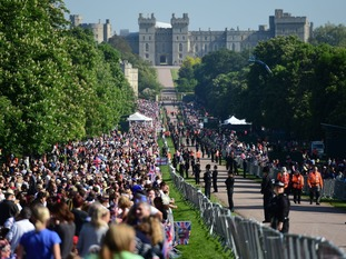 People on the Long Walk to Windsor Castle early this morning