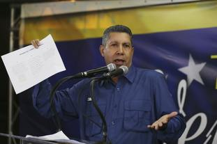 Anti-government presidential candidate Henri Falcon addresses supporters