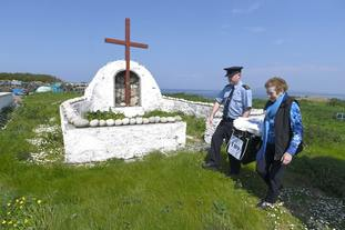Garda Alan Gallagher and Presiding Officer Carmel McBride carry a polling box on the island of Inishbofin.