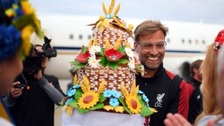 Klopp with gift