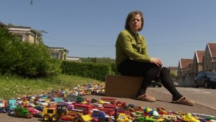 Thousands of toy cars highlight pollution in Bath
