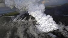 A laze plume rising from the northern side of a fissure at the town of Kapoho in Hawaii
