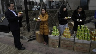 Mr Guangbiao's employees give away cans of fresh air