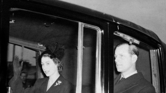 Queen returns to London in 1952 after the death of her father
