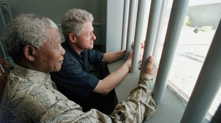 Mandela showed Bill Clinton his cell no.5 in the former prison on Robben Island