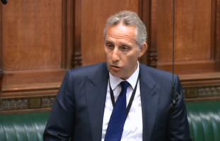 DUP MP Ian Paisley makes an apology to the Commons