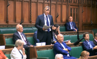 DUP MP Ian Paisley makes an apology in the Commons