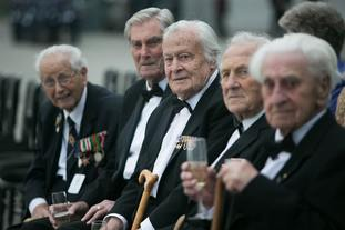 Geoffrey Wellum (middle) with fellow veterans