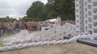 12,000 white breeze blocks made up the moving sculpture