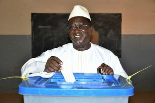Soumaila Cisse casting his vote