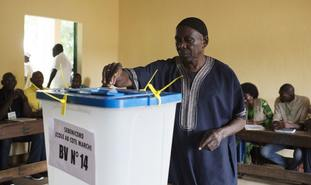 A man casts his ballot in Mali