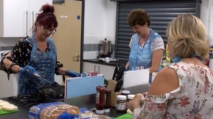 Volunteers help children suffering 'Holiday Hunger'