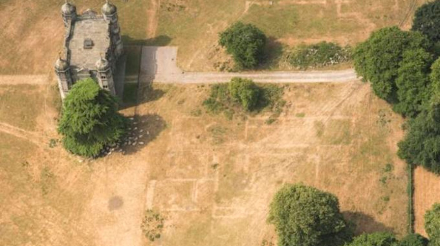 Heatwave displays national treasures for archaeologists throughout England