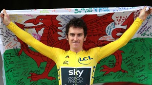 Geraint Thomas with Welsh flag
