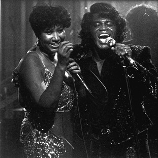 Franklin performs with James Brown in 1987.