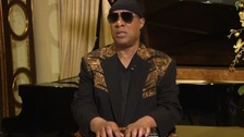 Stevie Wonder fights emotions in tribute to Aretha Franklin