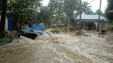 Thousands await rescue as flooding in Kerala kills hundreds