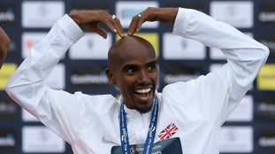 Mo Farah celebrates winning the men's elite race in 2017
