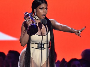 Nicki Minaj won the first prize of the night for Best Hip-Hop.