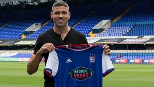 Jon Walters has re-joined Ipswich Town.