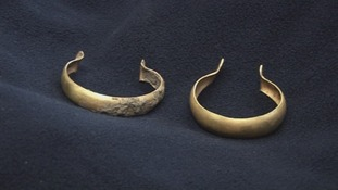 Bracelets, gold, bronze age