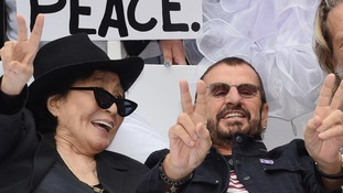 """The pair told the crowd, """"Give peace a chance."""""""