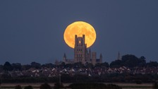 Full Harvest moon in Ely