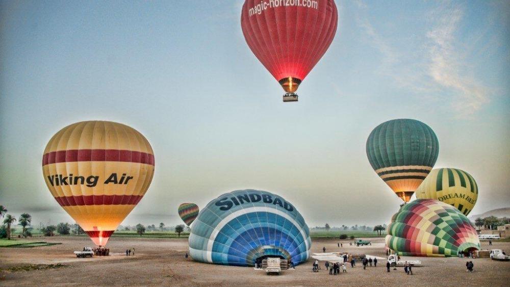 pictures   u0026 39 luxor hot air balloon site before crash u0026 39