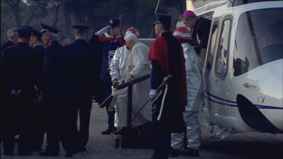 Pope Benedict XVI leaves the helicopter