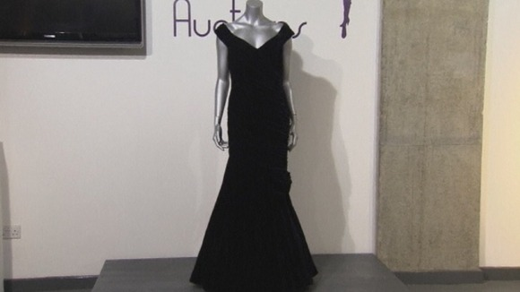 The midnight-blue velvet evening gown worn by Diana during the 1985 White House dinner.