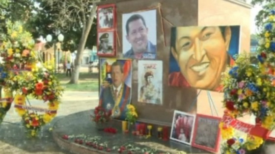Portraits and flowers set up in the centre of Sabaneta, Barinas State