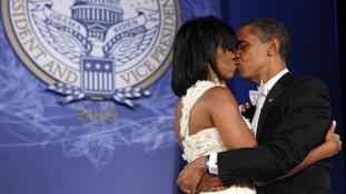 The Obamas kiss