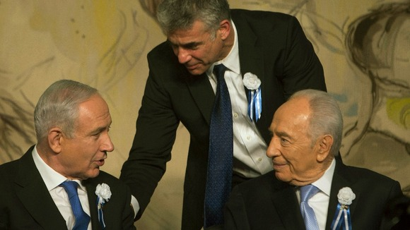 Yair Lapid, head of Yesh Atid stands behind Benjamin Netanyahu and President Shimon Peres last month