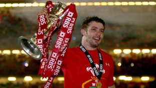Halfpenny thanks teammates for the chance to write his name in history books