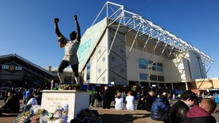 Leeds United owners in sale talks