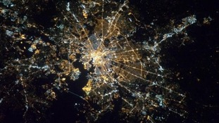 Space Station Commander tweets stunning photos before Earth Hour